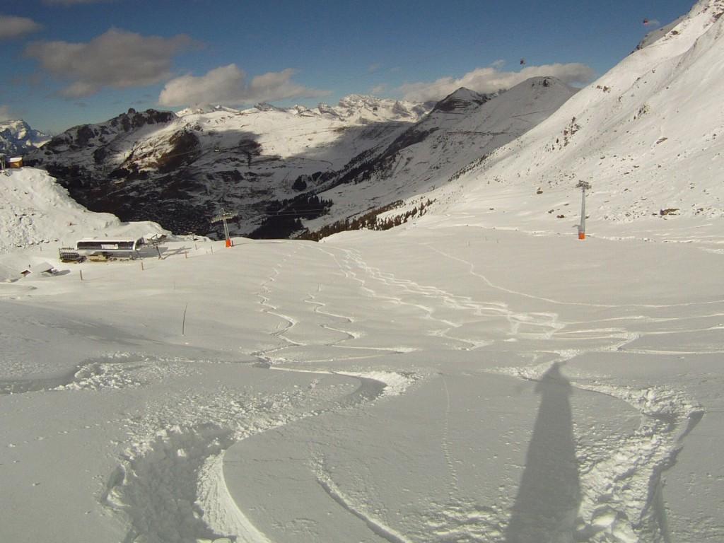 Ski first tracks